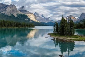 Maligne Lake Mirrored MM421A
